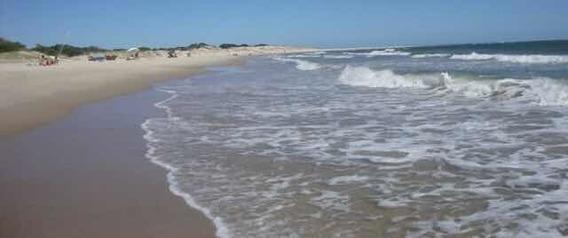 Casa En Zona Residencial Sobre Playa A Min De Montevideo