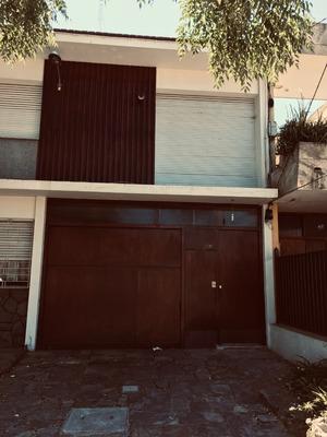 Casa Bulevar Y Burgues Pta. Baja Buena Ubicación Servicios