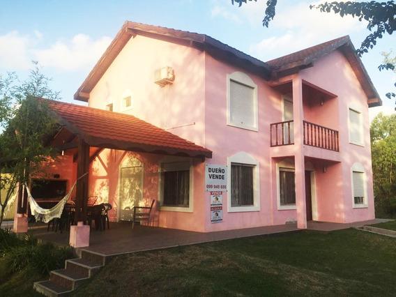 Hermosa Casa Con Sala De Juegos