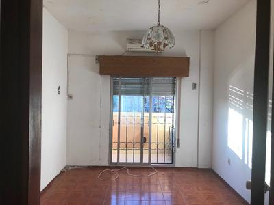 Avenida General Flores , 2 Dormitorios Sin Gastos Comunes .
