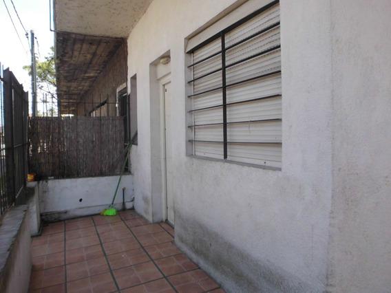 Casa Con Patio Y Sótano Esq. San Martín Y Ehrlich