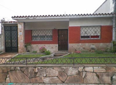 Casa Con Amplio Galpon Y Dos Apartamentos Al Fondo