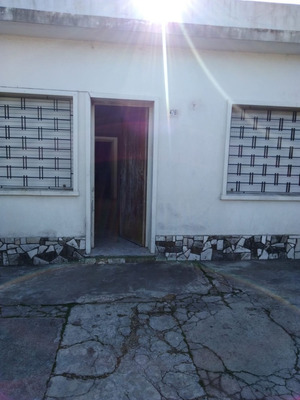 Casa 3 Dormitorios, 1 Baño, Cap 2 Autos, Estufa Y Parrillero