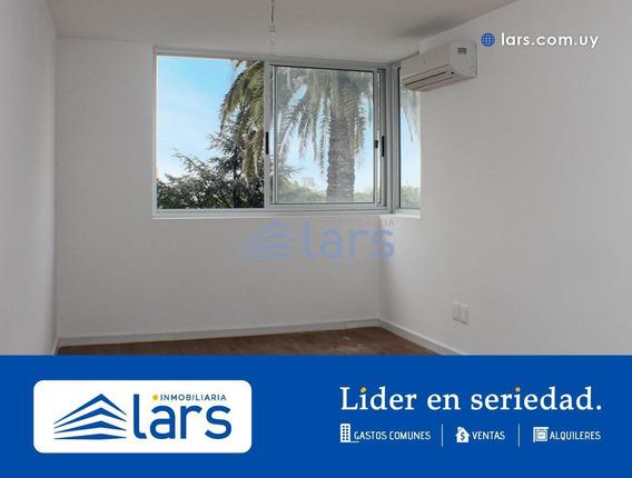 Apartamento Para Alquilar / Tres Cruces - Inmobiliaria Lars