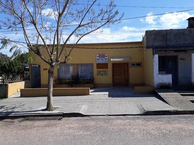Local Comercial Con Apartamento Y Depositos Al Fondo