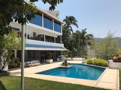 Fantástica Casa De 3 Niveles En Costa Azul