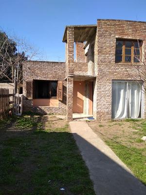 Casa De Cuatro Dormitorios Y Demás.