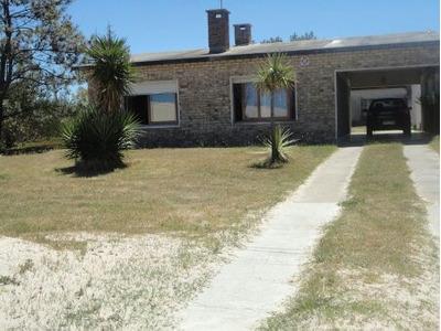 Rambla Burlé (parque Del Plata) Entre 20 Y 21 Casa Amplia.