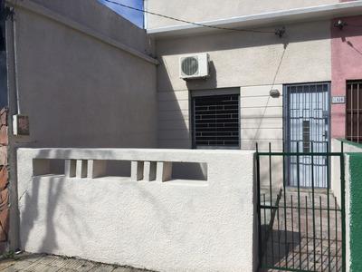 Casa 2 Dormitorios - Renovada - Excelente Barrio Y Entorno.