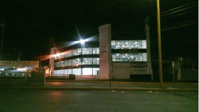 Edificio En Venta En Avenida Principal Con Estacionamiento