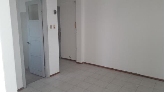 Apartamento En La Comerical Un Dormitorio