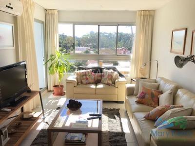 Hermoso Apartamento Con Una Amplia Terraza , Ubicado A Una Cuadra De Playa Mansa, Muy Linda Vista Despejada En Un Entorno De Naturaleza Y Verde. - Ref: 2146