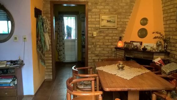 Av Italia Y Comercio Próximo. 4/5 Dormitorios.2 Baños.