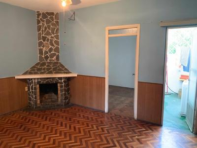 Hermosa Casa De Dos Dormitorios En Calle M, Grosso Y E. Raiz