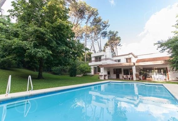 Punta Del Este , Playa Mansa, Chalet De 5 Dormitorios Y Piscina.-ref:2685