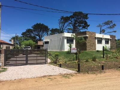 Nueva Vivienda 2 Dormitorios A 80m De La Playa C/parrillero.