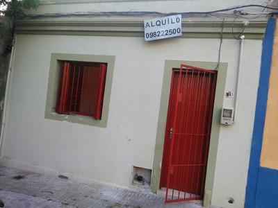 Casa De 1 Dormitorio Al Frente En La Calle Guillapi 3647