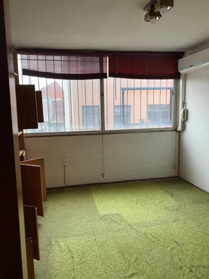 Apartamento En Ciudad Vieja Al Frente De 47 Metros.