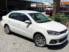 Volkswagen Gol Sedán Confort 2017