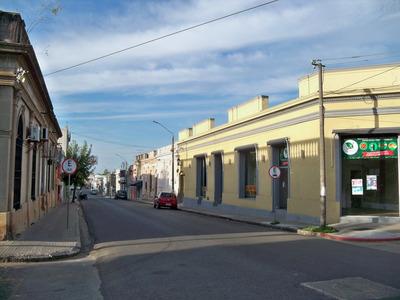 Locales En Alquiler En Complejo Comercial, Centro De Carmelo