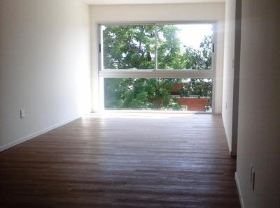 Apartamento De 3 Dormitorios, Baño Completo, Luminoso