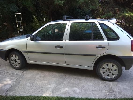Volkswagen Gol 1998, 4 Puertas Plateado, En Muy Buen Estado