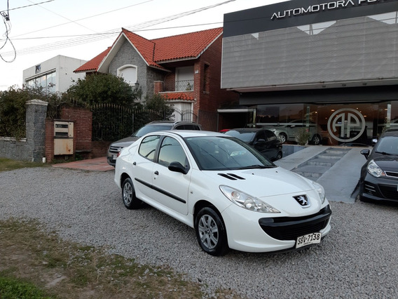 Peugeot 207 1.4 Sedan Xr 2010 Permuto Financio
