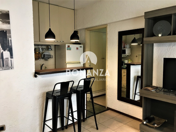 Montevideo, Centro. Apartamento En Venta 2 Dorm 1 Baño.