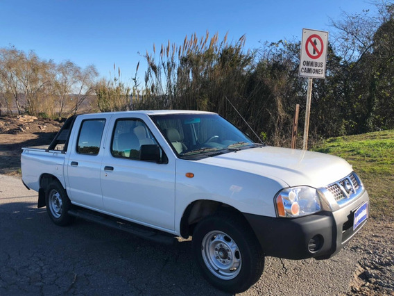 Nissan Np300 2.4 4x2 Doble Cabina Mt 2015