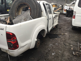 Toyota Hilux 2012,2013,2014 Blancas Y Gris Yonkes