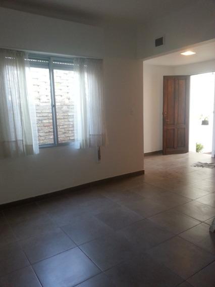 Apartamento De Dos Plantas Con Parrillero!!!