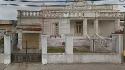 Amplia Casa De Época De 3 Dormitorios Y Garage