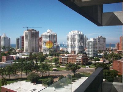 Torre Del Mar, Frente A Hotel Conrad - Ref: 8013