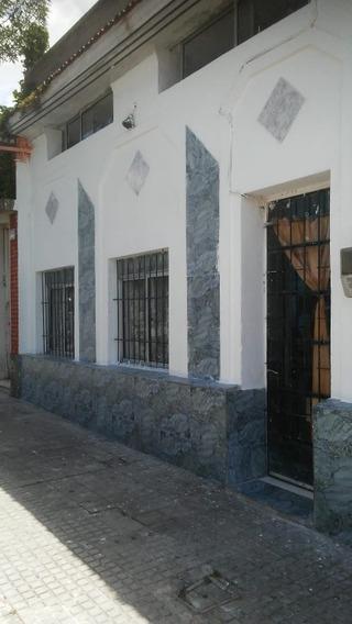 Casa Al Frente,3 Dormitorios. Buena Ubicación