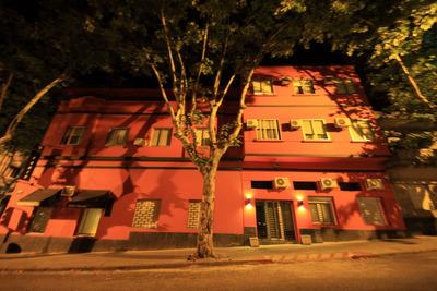 Hotel En Esquina Centro Sur.