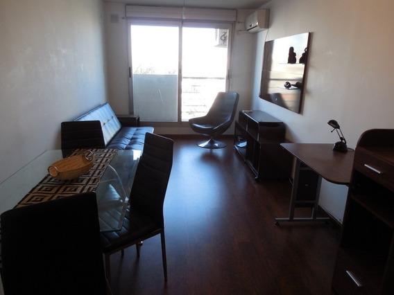 Alquilo Apartamento De 1 Dormitorio En Cordón, Con Cochera.