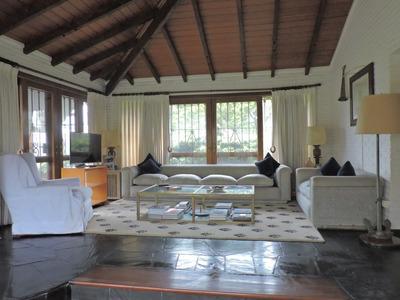 Casa 3 Dormitorios Y Servicio A 200 Metros De Playa Mansa