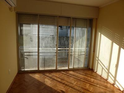 Apartamento De 1 Dormitorio Sobre Peatonal Sarandí