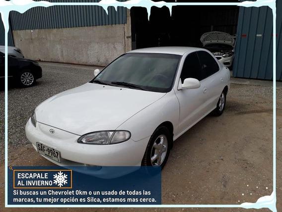 Hyundai Elantra 1997 Blanco 4 Puertas