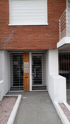 Br. José Batlle Y Ordóñez 2586 Y Cardal. 2 Dorm. A Estrenar