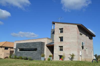 Preciosa Casa En Altos De La Tahona