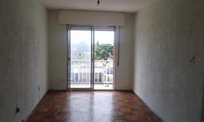 Muy Buen Apartamento Al Frente Con Balcón Y Terraza Lavadero