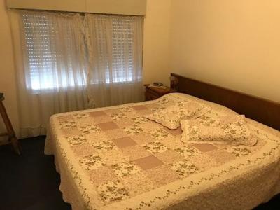Casa Y Apartamento En Un Mismo Padrón.-