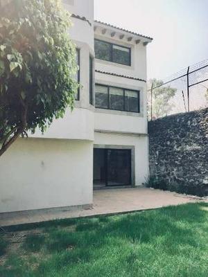Cómoda Y Acogedora Casa Con Diseño Contemporáneo.