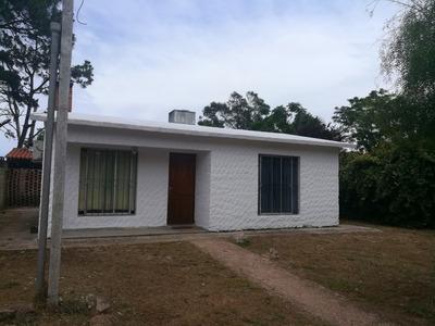 Casa 4 Ambientes Y 1 Baño, Barbacoa Techada, Terreno Cerrado