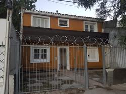 Casa En Dos Plantas, 71m2 Edificados, 3 Habitaciones.