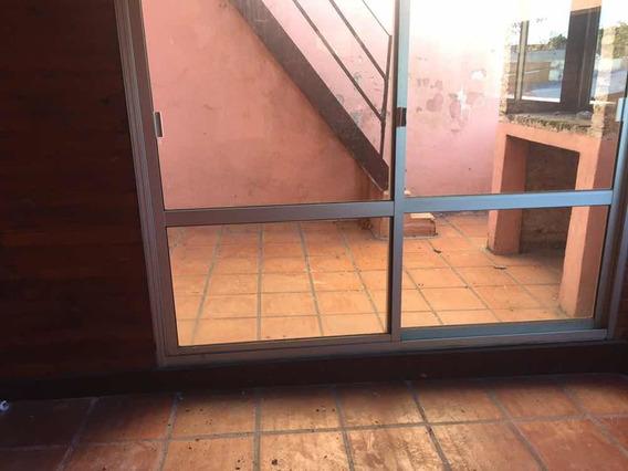 Luminosa Casa De Altos En Joaquin Requena 2877 Y Pedernal