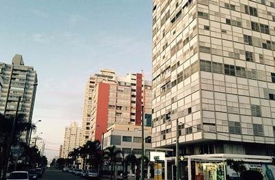 Apartamento En Punta Del Este En Avda. Gorlero.