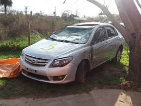 Byd F3 New Resto De Banco Chocado Por Partes