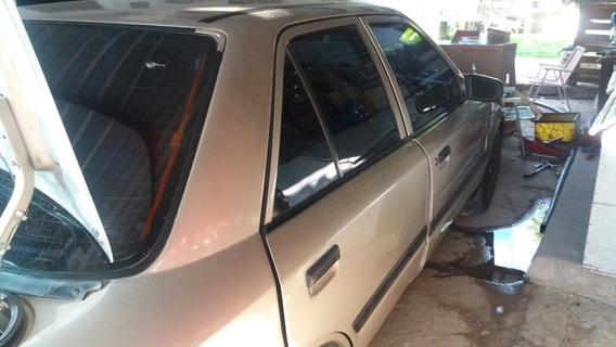 Mazda 323 Sedan Cuatro Puerta